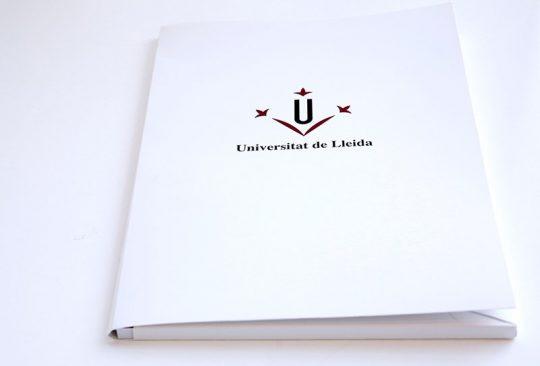 Carpeta blanca A4 amb solapa